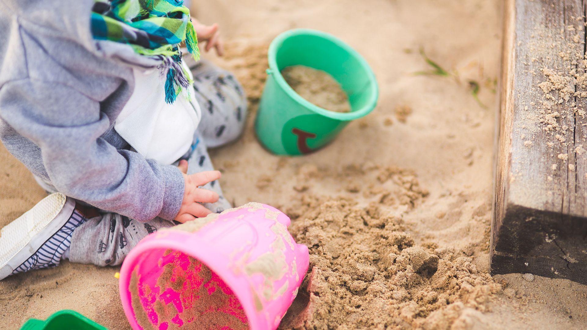 játszótér, homokozó, szülő, gyerek