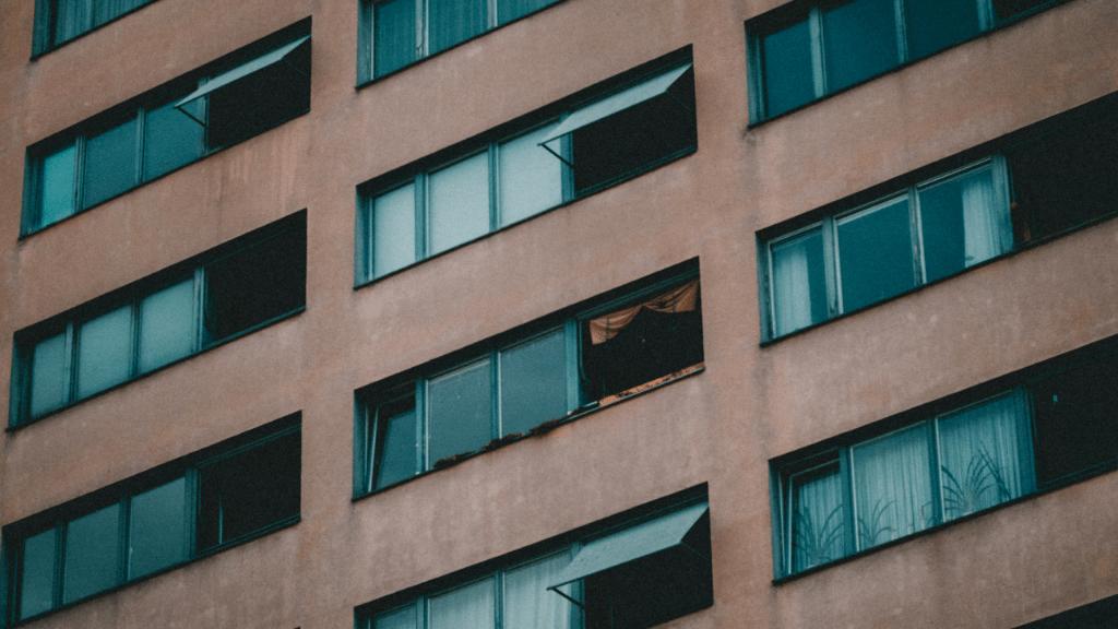 Udvari Szabolcs a kilencedik emeletről zuhant ki (illusztráció: Danny Feng / Unsplash)