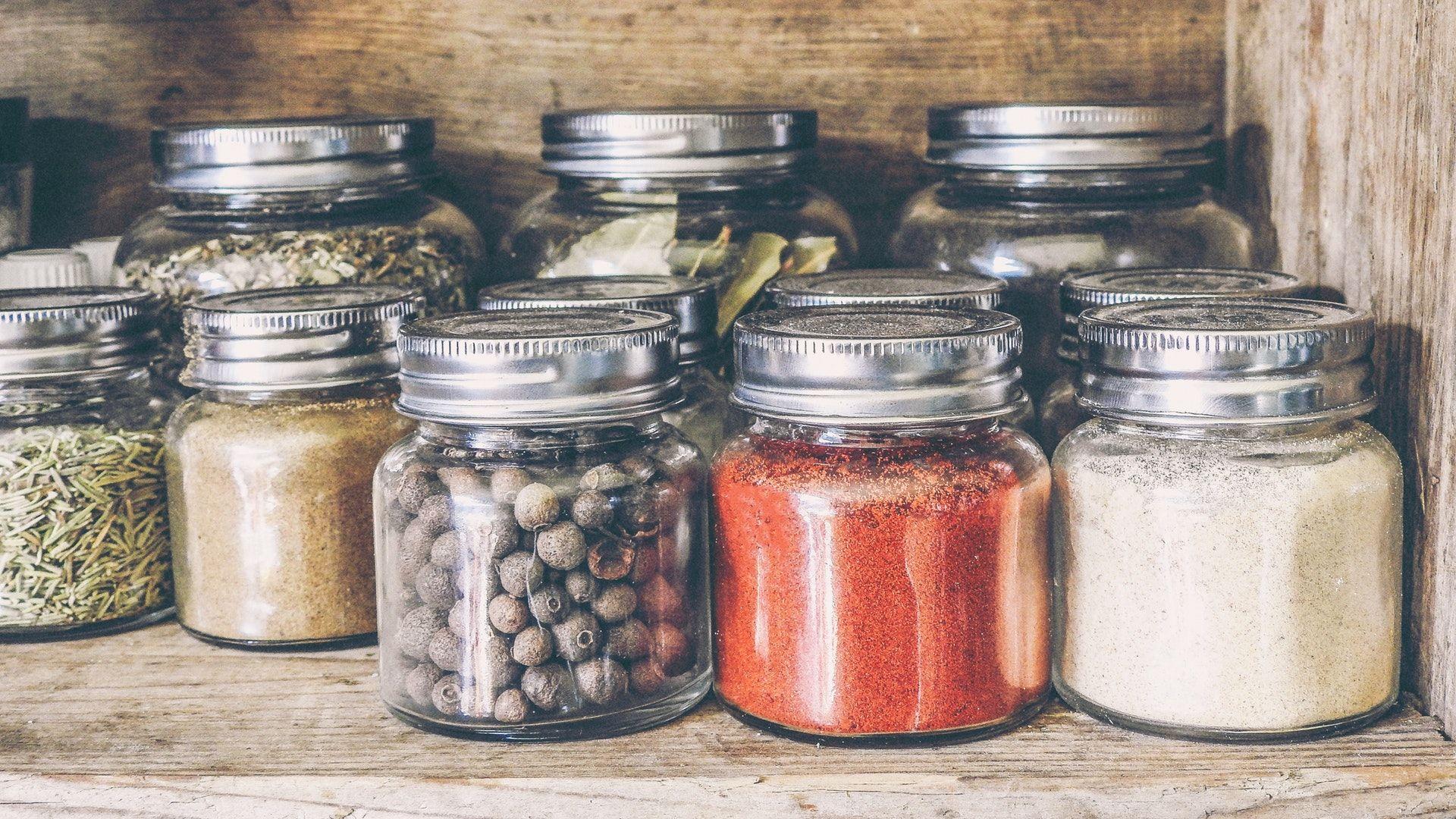 Fűszerek fűszeresüvegben