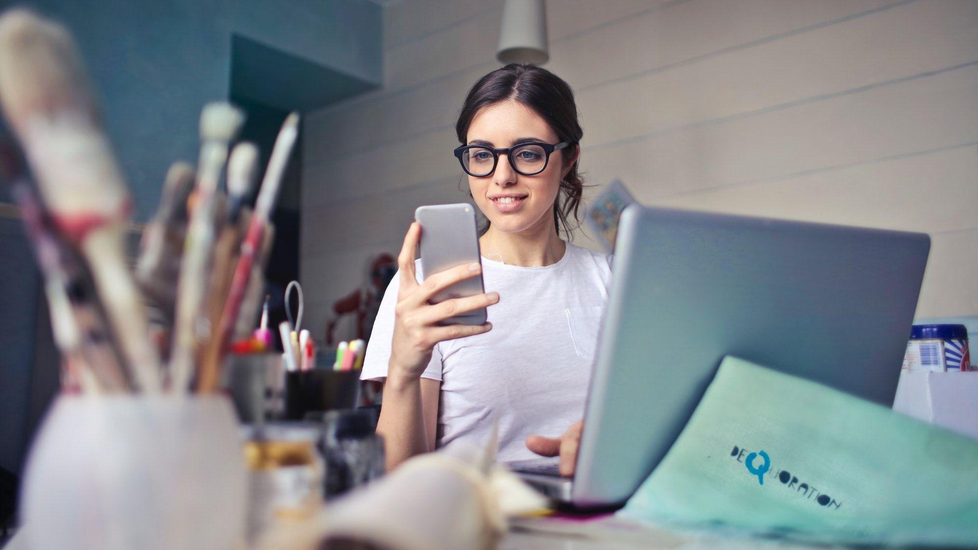 mobiltelefon, számítógép, laptop, internet