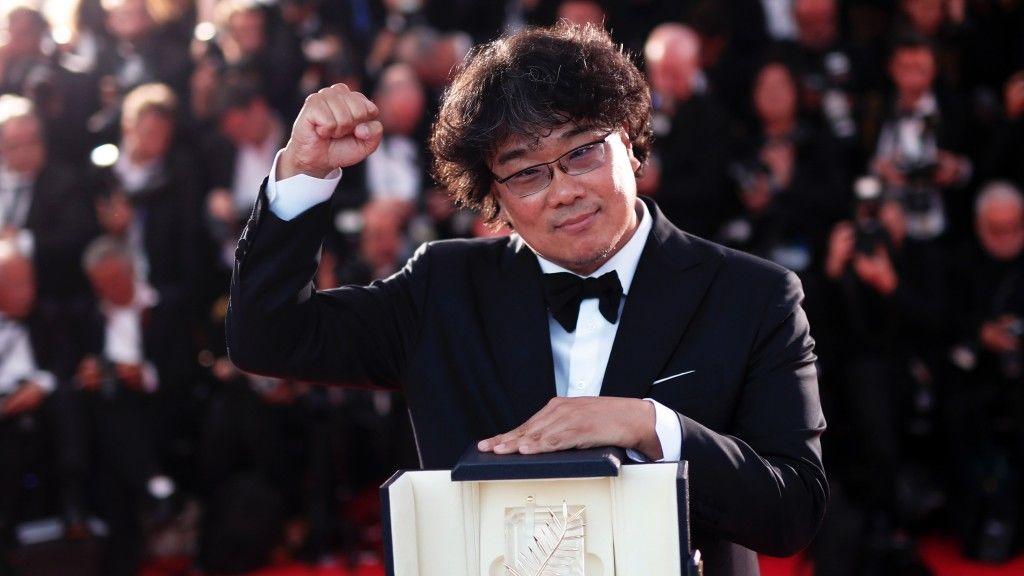 Bong Joon-ho, a tavalyi cannes-i filmfesztiválon Arany Pálma-díjat nyert Élősködők rendezője (fotó: MTI/EPA/Ian Langsdon)