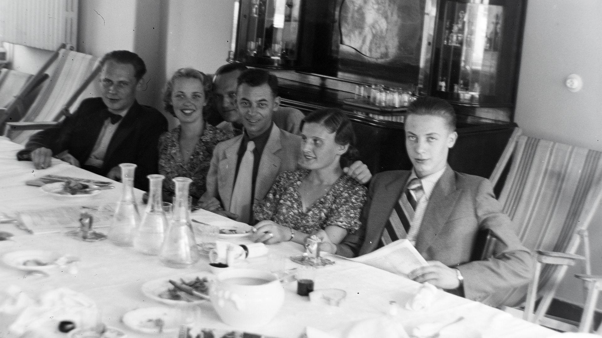 családi ebéd, régi családi ebéd, fekete fehér
