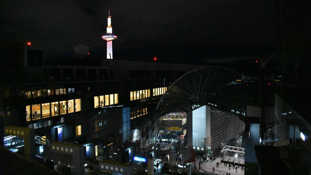 kiotó vasútállomás kiotó torony japán
