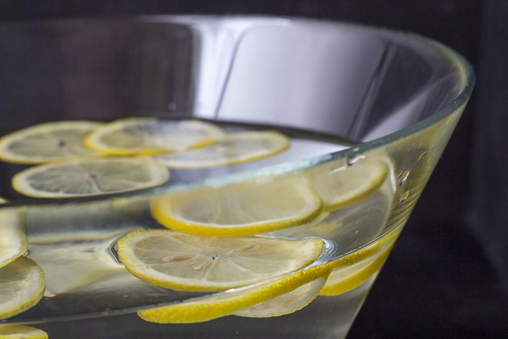 A citromos víz a leghatékonyabb tisztítószer a lakásban (fotó: iStock)