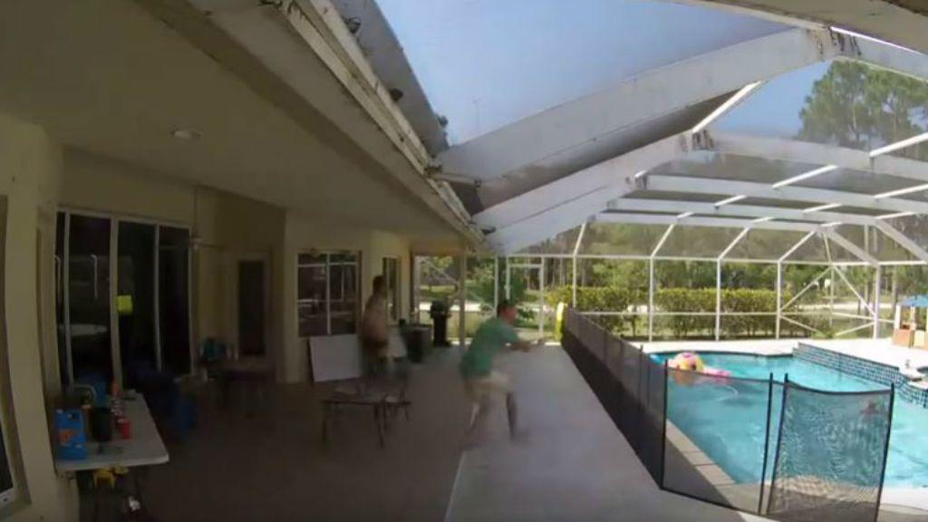 apa medence életmentés videó