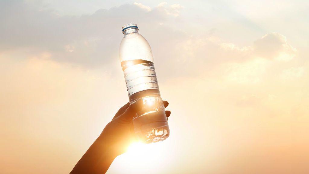 palackozott víz műanyag flakon