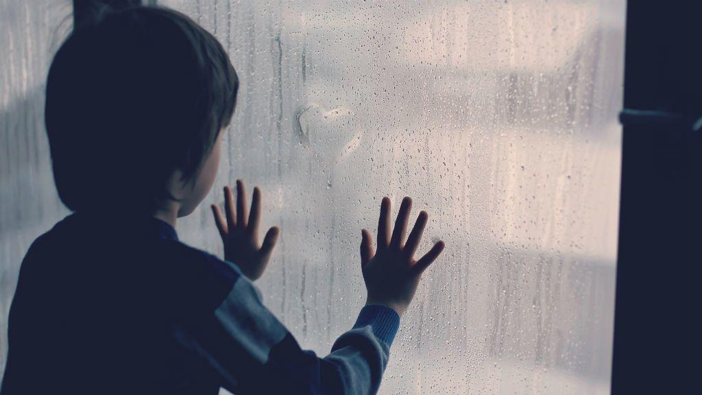 gyerek egyedül