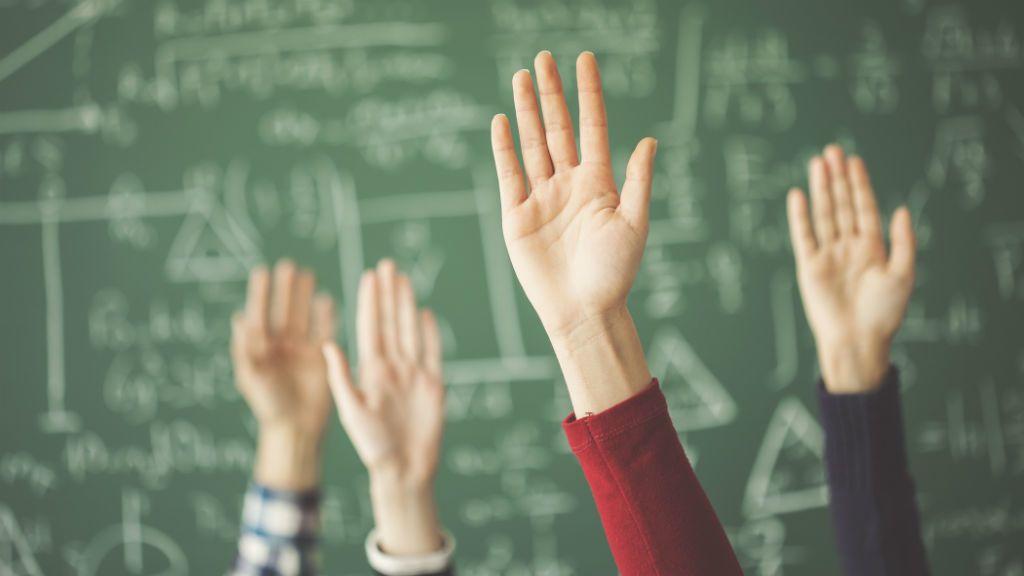 diák iskola tábla jelentkezés tanulás