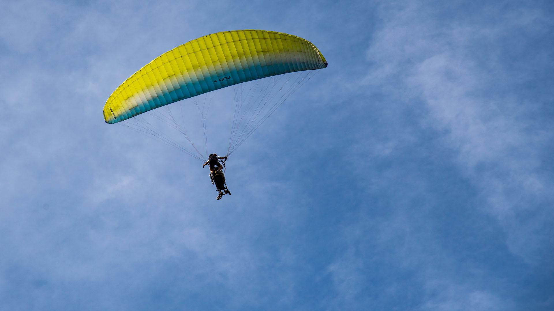 Egy másik siklóernyős (Fotó: NLC)