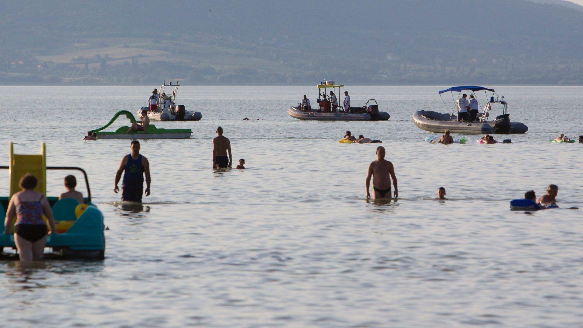 Munkában a vízimentők egy korábbi esetnél (Fotó: MTI/Varga György)