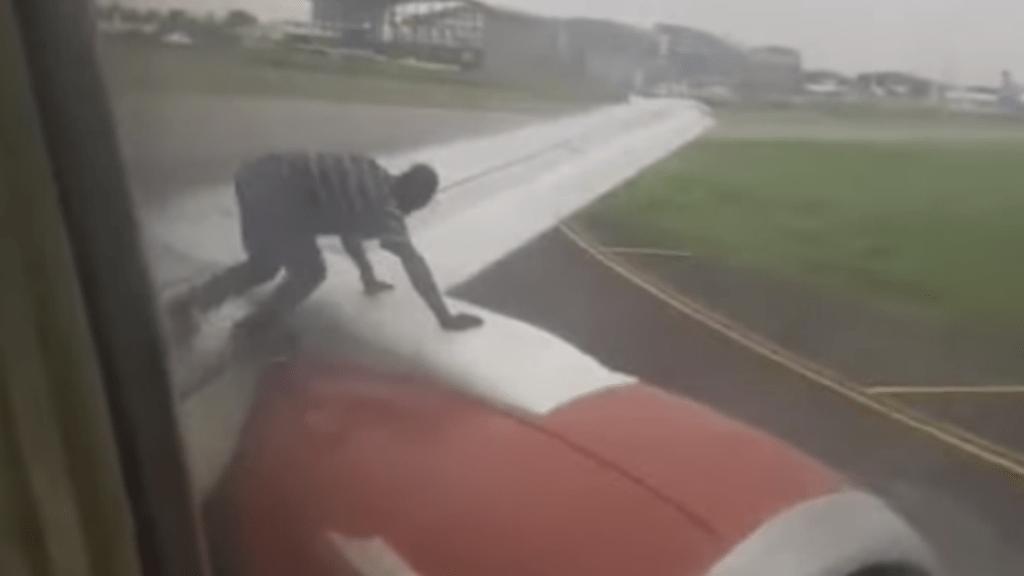 repülőgép azman air
