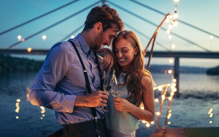 Bak nő randevúzik egy vízöntő férfi