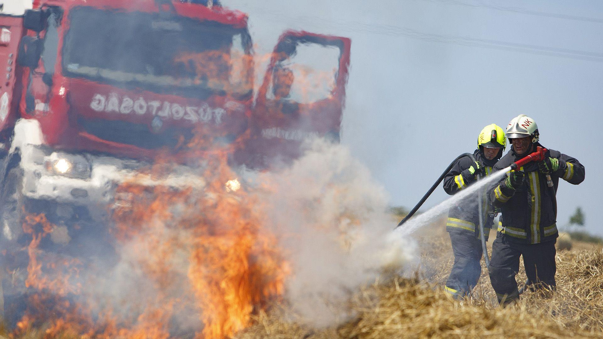 tűzoltók, katasztrófavédelem, tarlótűz