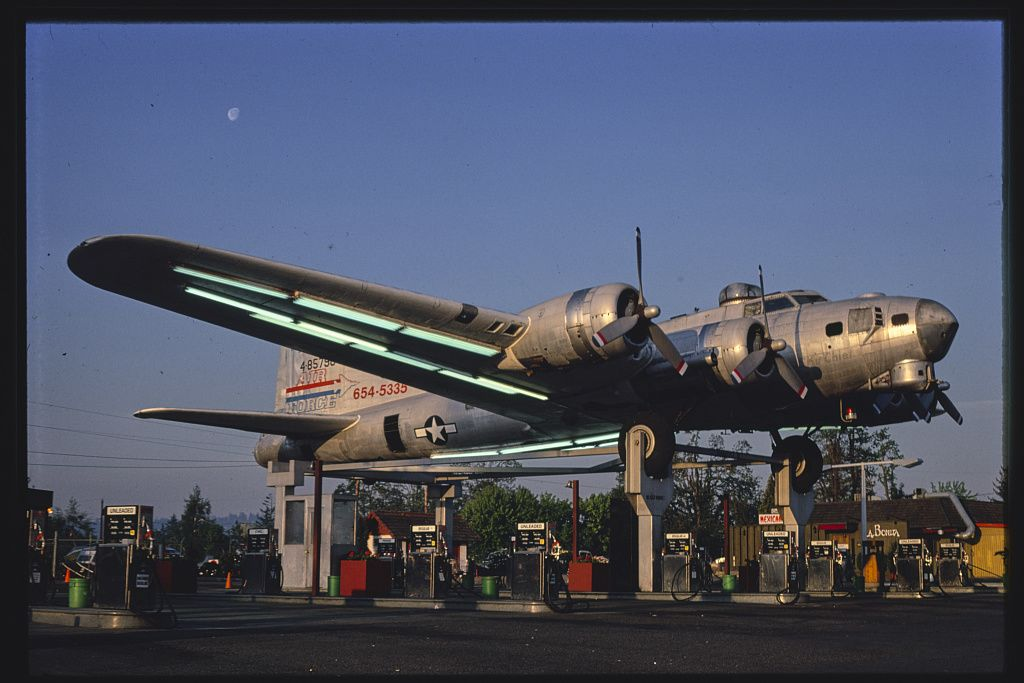 Bomber benzinkút, Route 99 E., Milwaukie, Oregon