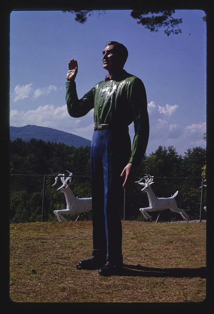 A Magic Forest egyik munkatársáról mintázott szobor, Route 9, Lake George, New York, 1996