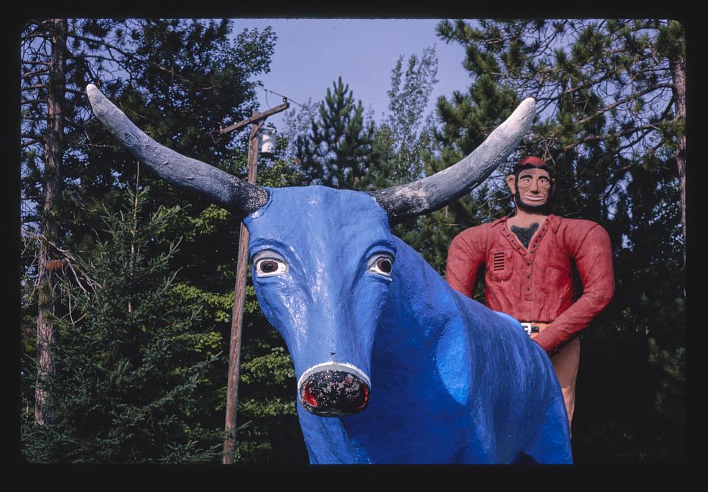 Art Weinke's Paul Bunyan Lookout, Paul Bunyan és Babe, a kék ökör szobra, Route 23, Spruce, Michigan, 1988