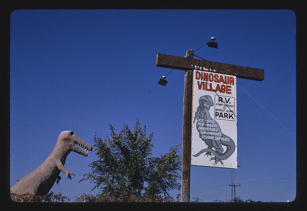 Dinosaur Village lakókocsipark, Route 40, Jensen, Utah, 1991