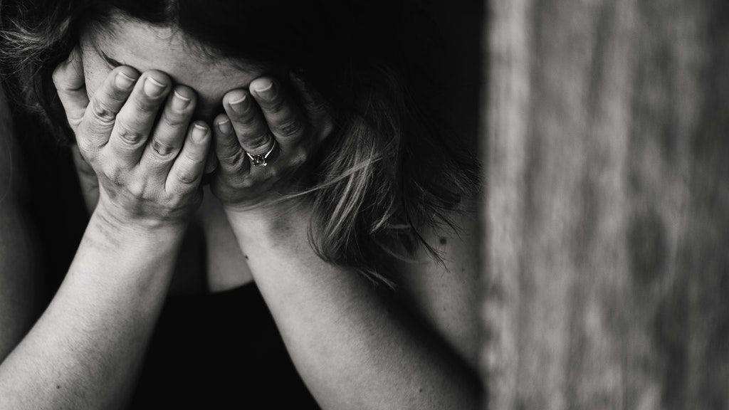 magány, fekete-fehér, szomorú, bántalmazás
