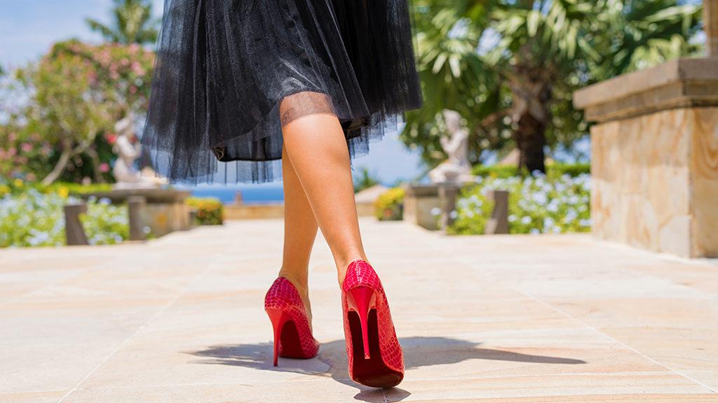 folyékoony harisnya női lábakon