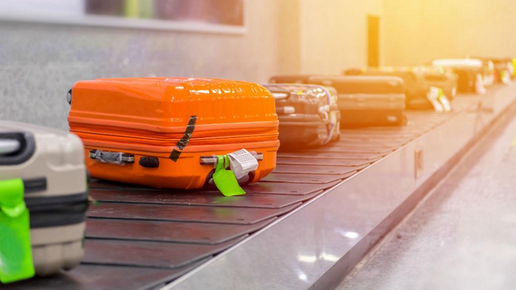 poggyász bőrönd utazás repülőtér turizmus