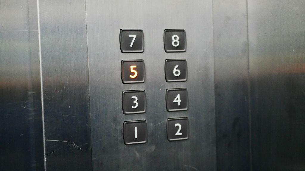 lift gombok