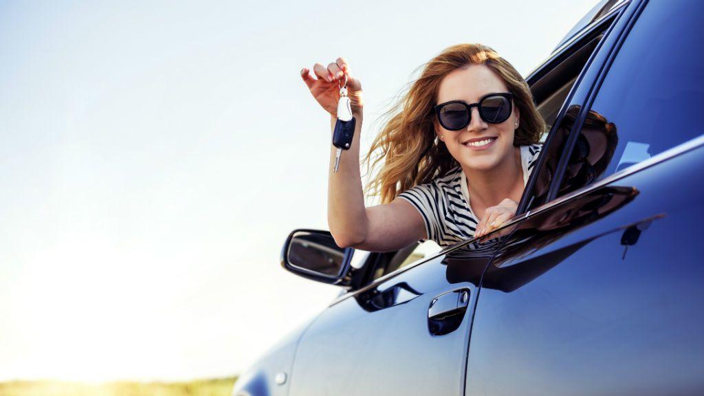 autó vezetés autókulcs közlekedés