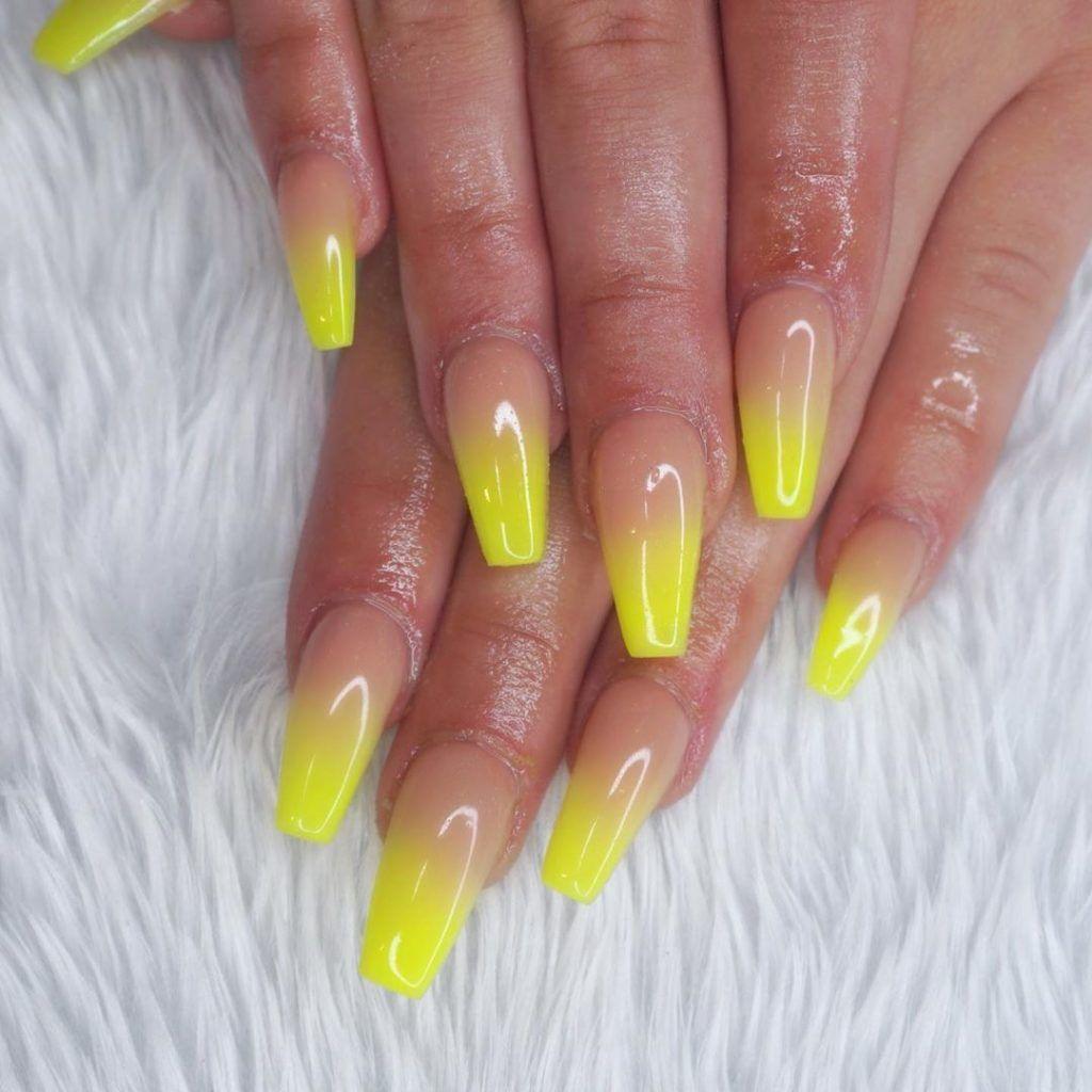 neon manikűr nyárra