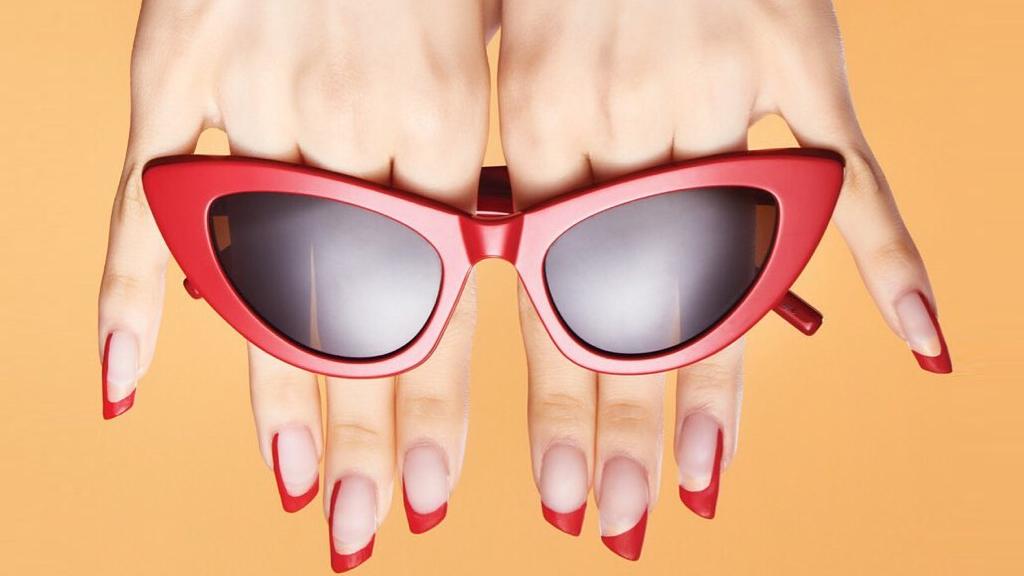 Park Eunkyung rúzs formájú manikűrje az YSL számára