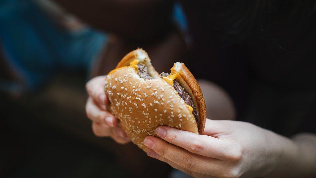 junkfood, hamburger, diéta, fogyókúra, mozgás, elhízás