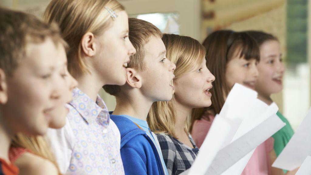 éneklés énekóra kórus