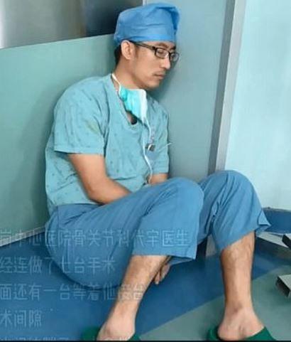 sebész kína orvos alvás netes hős