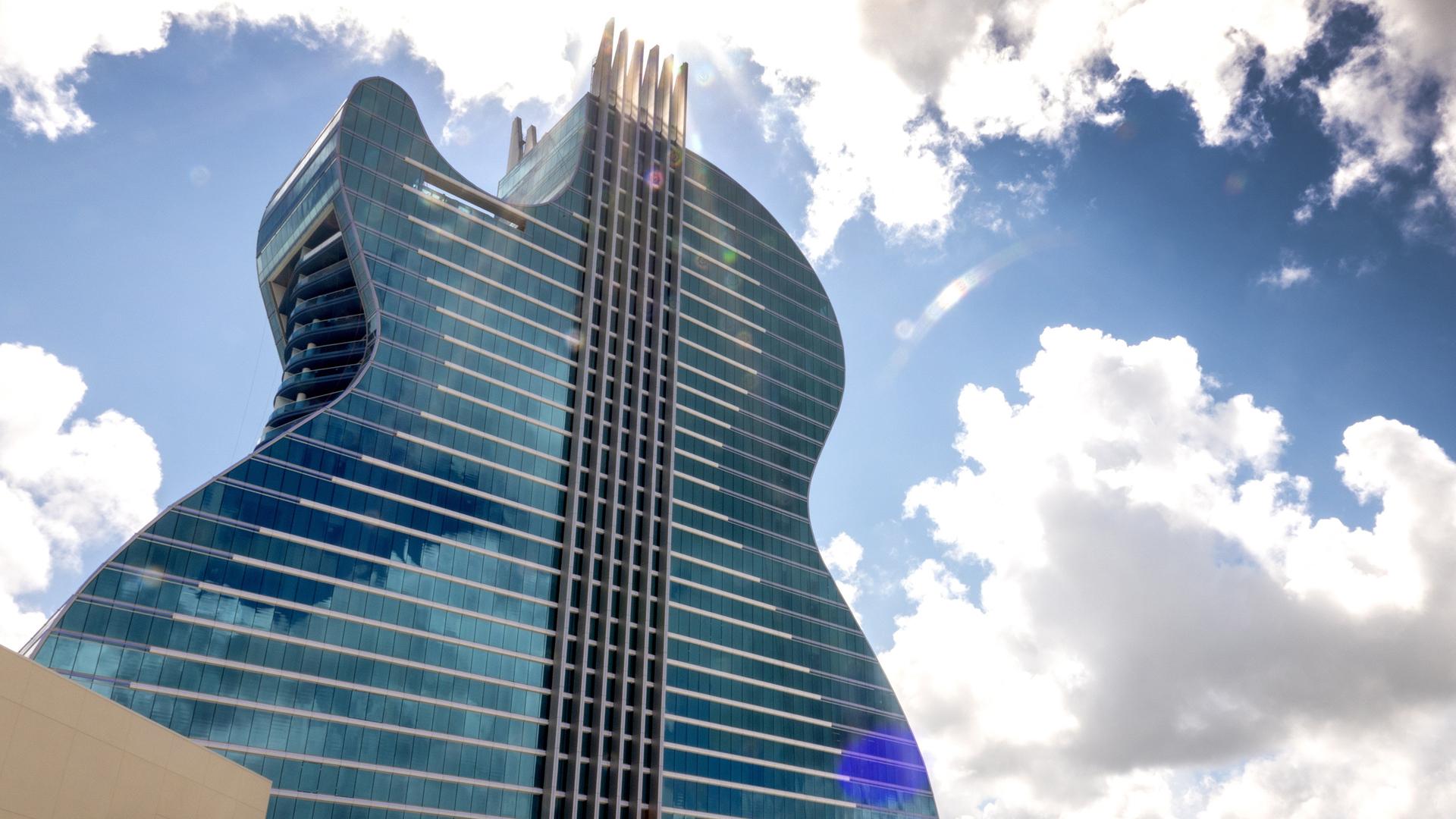 A világ első gitár formájú szállodája