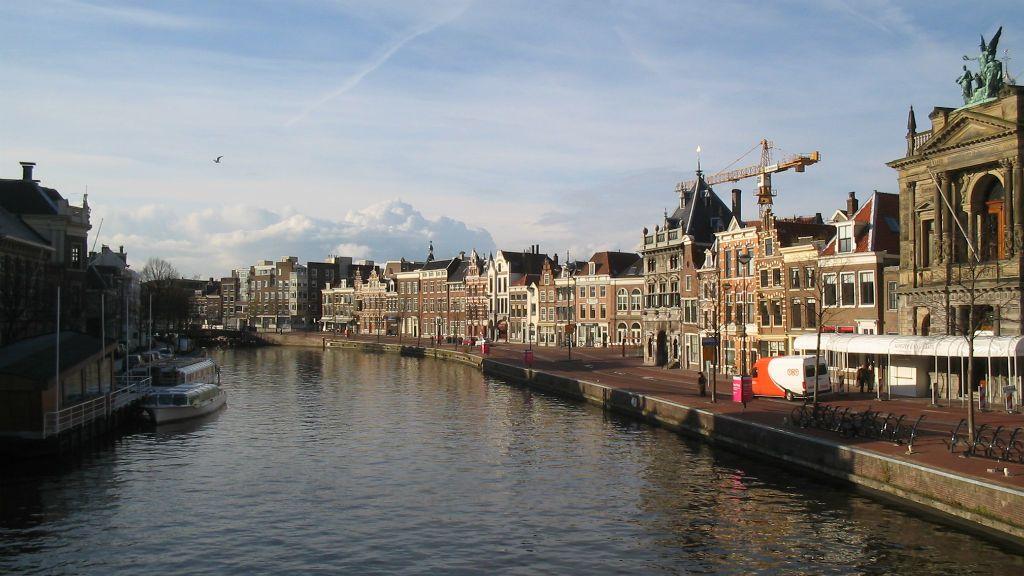 hollandia név névváltoztatás