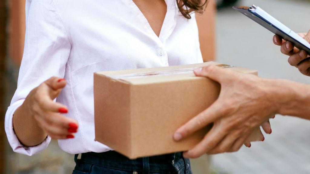 csomag posta házhozszállítás
