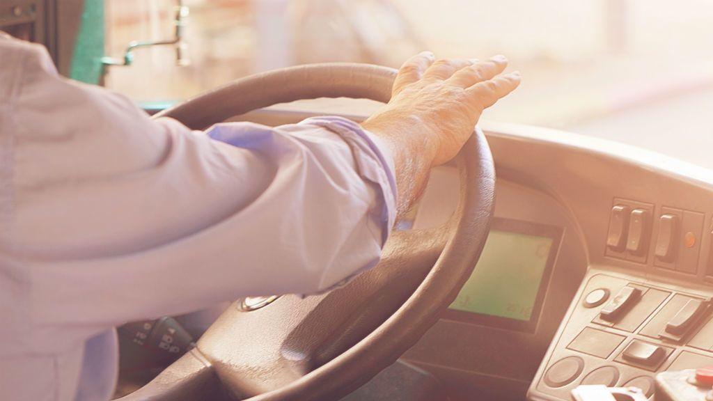 buszsofőr kormány vezetés