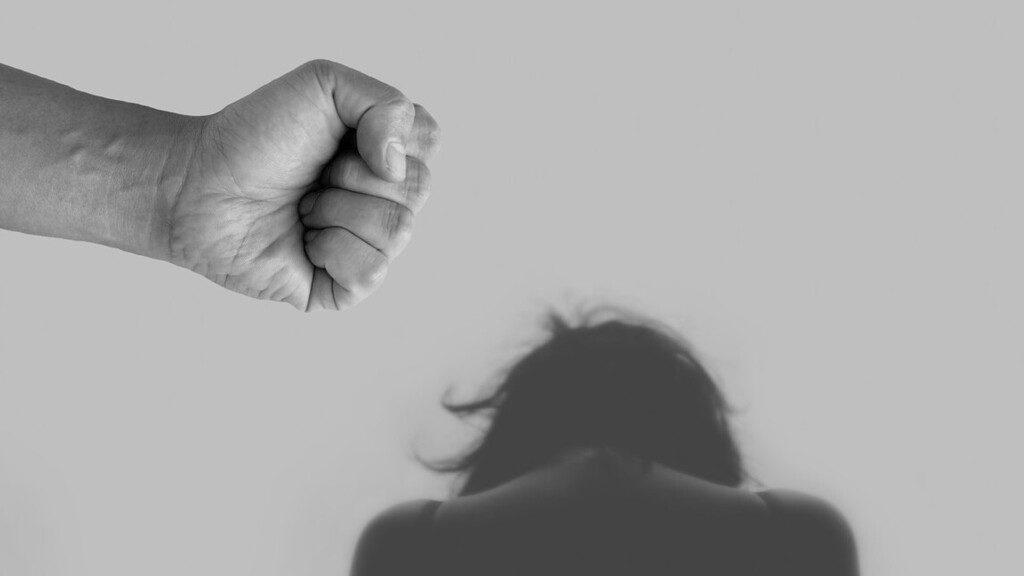 Börtönre ítélték az izraeli fiatalokat erőszakkal vádló nőt Cipruson