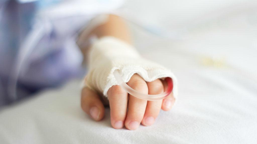 beteg gyerek kórház infúzió