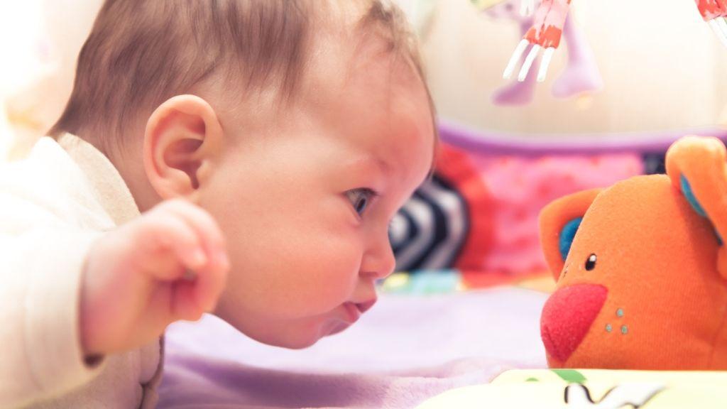 játék baba fejlődés