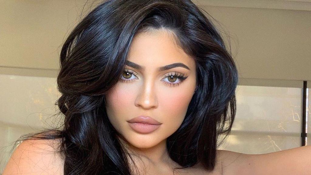 Most a lángnyelv miatt égett be Kylie Jenner - Dívány