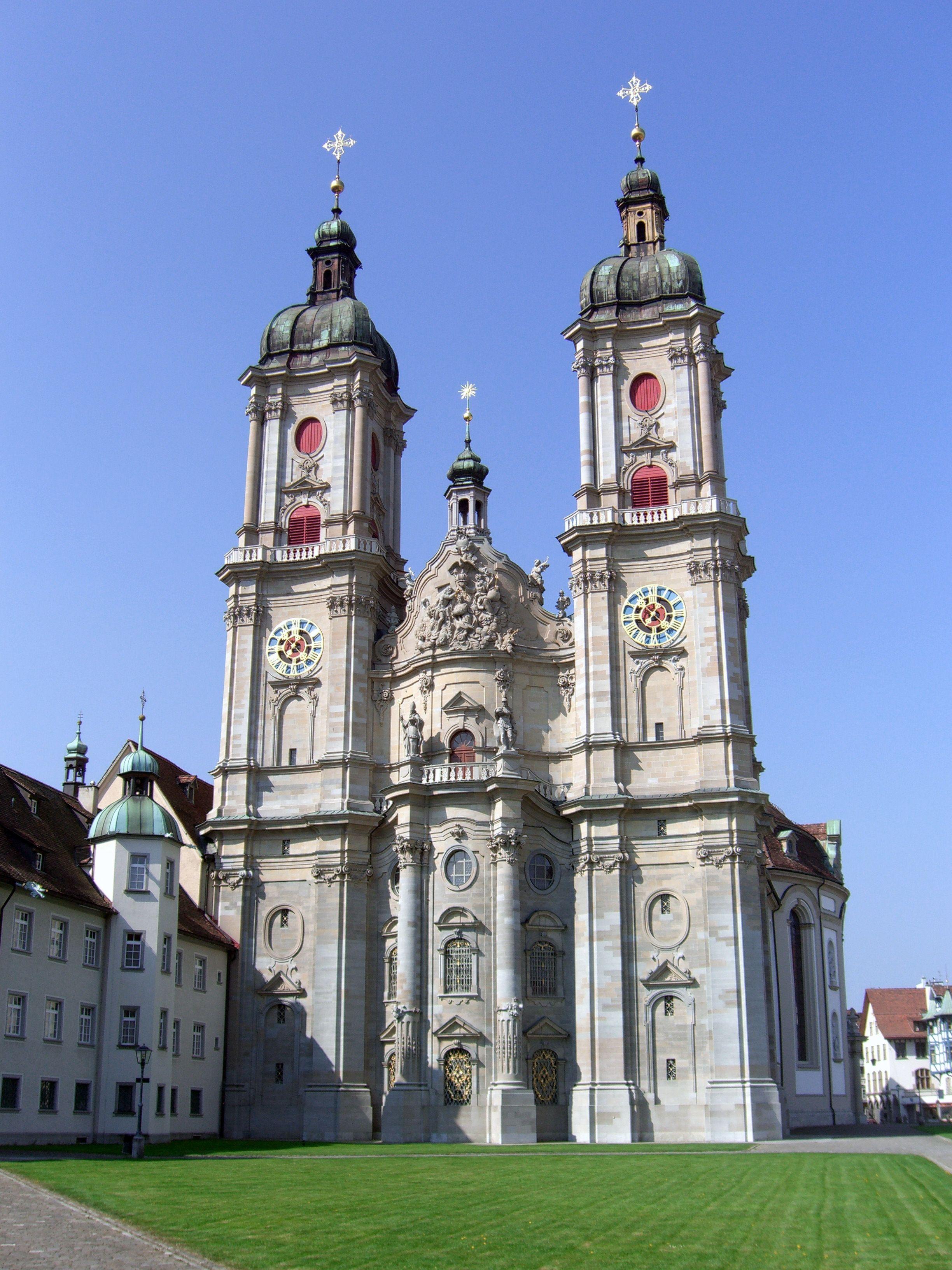 A Sankt Gallen-i kolosotor, ami már katedrális. 926-ban azért nem egészen így nézett ki (Fotó: Wikipedia)