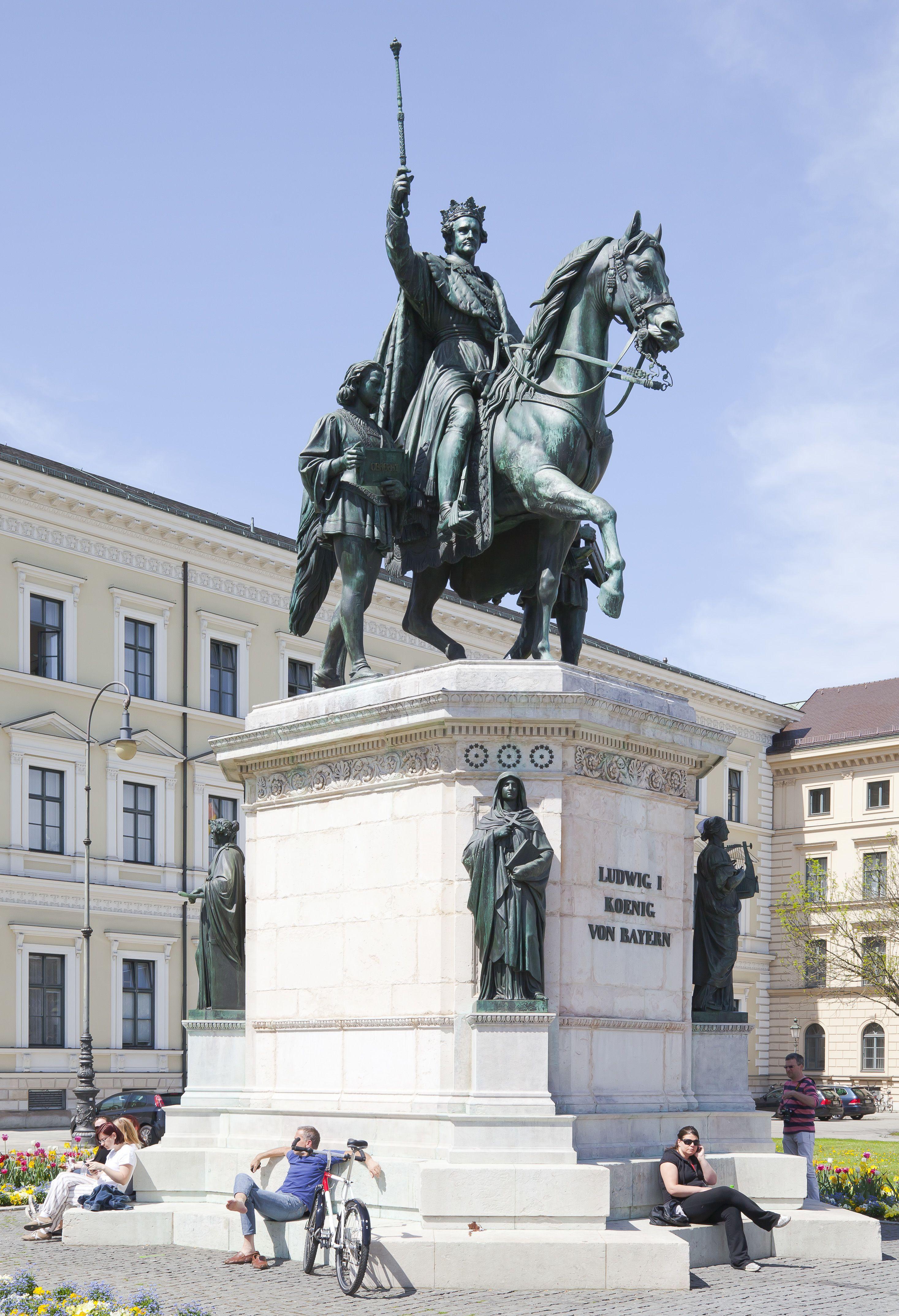 I. Lajos bajor király bronz lovasszobra, sajnos köcsögkalap nélkül (Fotó: Wikipedia)