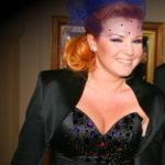 Liptai Claudia vörös hajjal