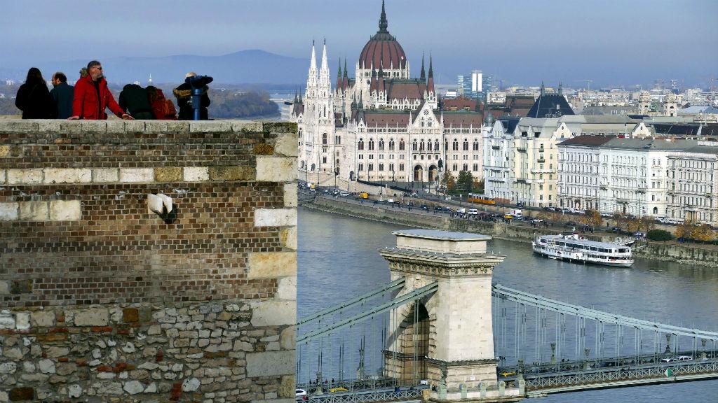 turizmus budapest turisták