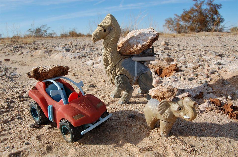 Tommy Tonka pókkocsija, Roni Rontos és Greta mészdarabokat szállítanak a faluba