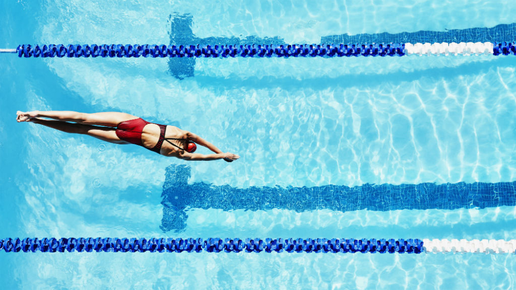 úszás úszómedence