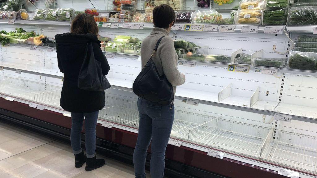 Üres pultok egy milánói élelmiszer-áruházban 2020. február 23-án (Fotó: MTI/EPA-ANSA/Andrea Canali)