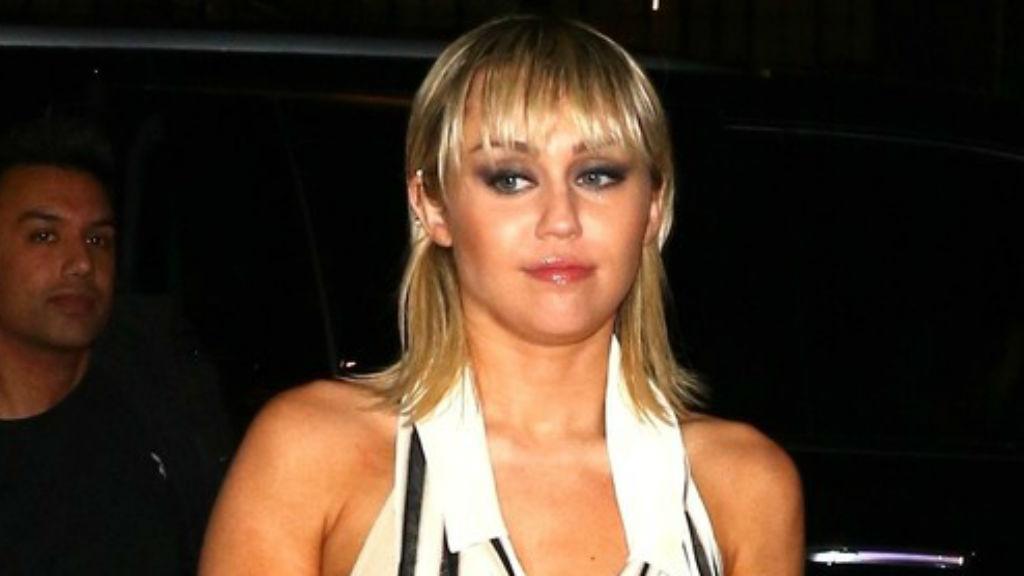 Miley Cyrus mellvillantás