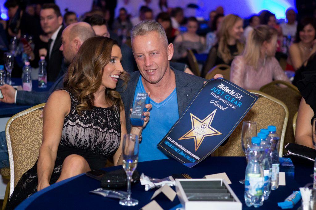 A Just Clear díjátadón Norbi és Réka is kapott egy-egy díjat. Norbi a beszédében annyit mondott: örül, hogy nem az év beszólásáét (Fotó: Geberle Berci / Just Clear)
