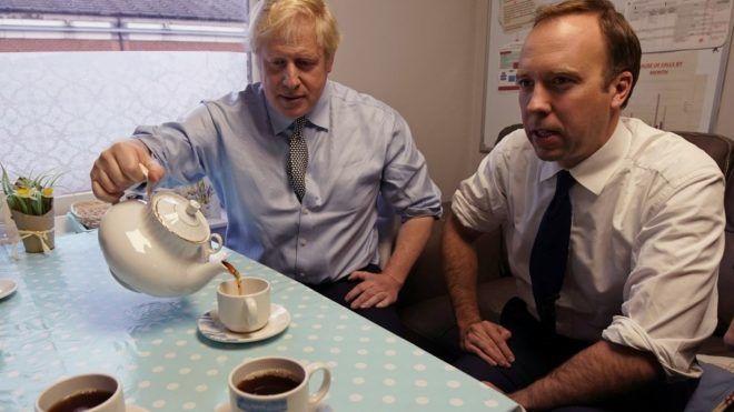 Matt Hancock és Boris Johnson (Fotó: Christopher Furlong / POOL / AFP)