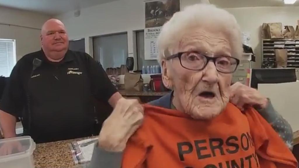 100 éves nő a börtönben